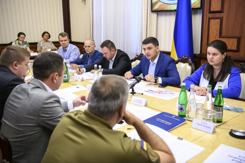 Prime Minister initiates road network construction intensification along Zaporizhia-Mariupol route and launch of additional train to Mariupol to improve communication with the city