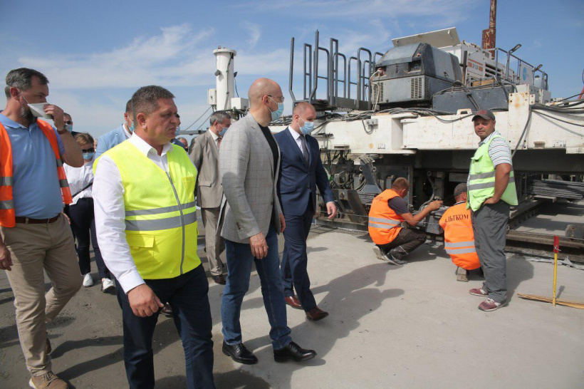 Prime Minister got familiarized with the progress of construction of the overpass and the transport interchange on the section of the Dnipro-Reshetylivka route