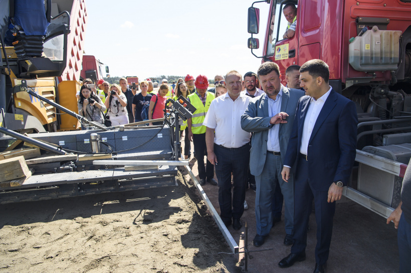 Prime Minister of Ukraine vows Government to present in the short term a program of updating infrastructure of roads of local importance