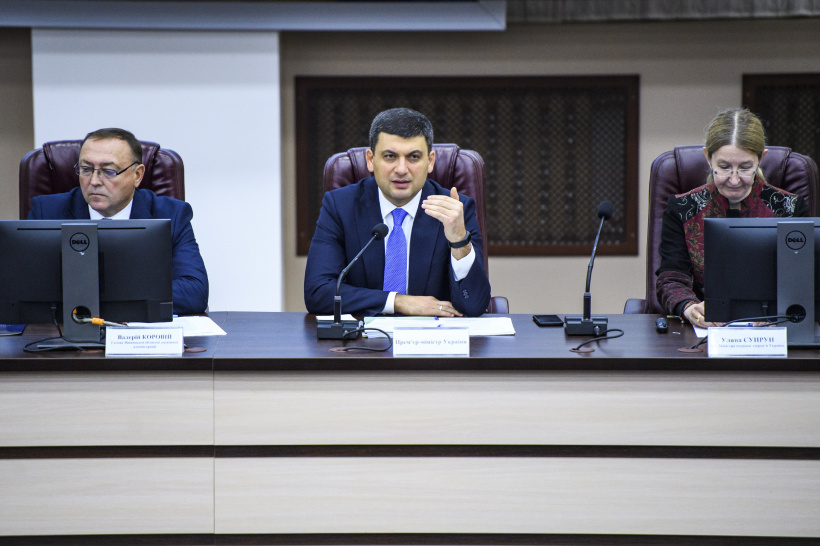 Volodymyr Groysman at a meeting on healthcare reform: We are changing the philosophy of work of the healthcare sector and provide incentives for doctors to improve performance