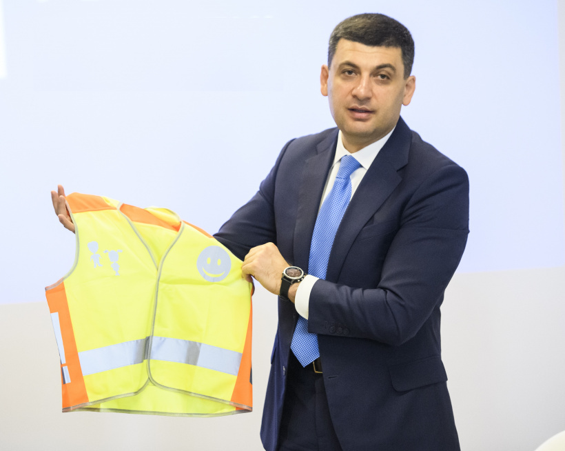 Prime Minister: Starting September 1, 1-4 graders shall wear special light reflective vests to be visible in the dark