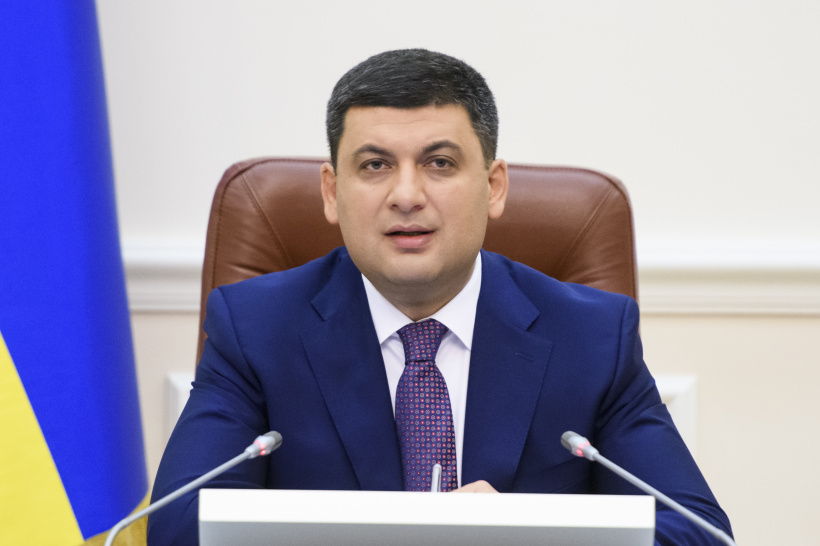 The employees should never bear the burden of problems of enterprises, says Volodymyr Groysman about arrears of wages