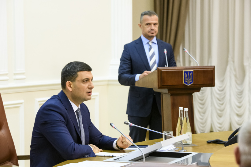 Government pays special attention to the development of local road infrastructure, says Volodymyr Groysman