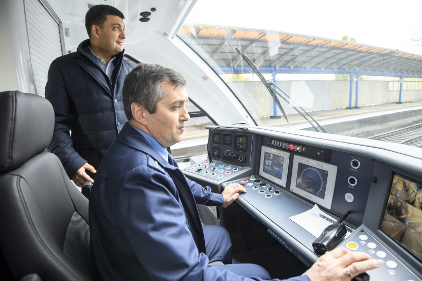 Volodymyr Groysman checked the readiness of the high-speed railway communication to Boryspil Airport