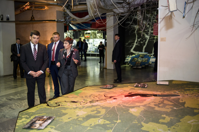 World should unite behind nuclear safety issues, urges Volodymyr Groysman at the Chornobyl Museum