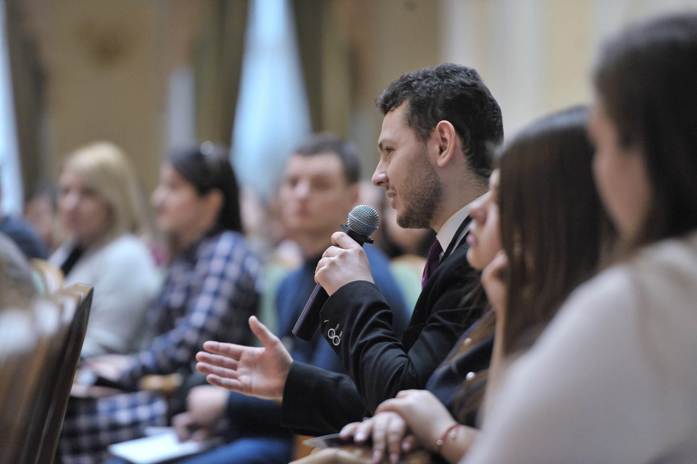 Уряд відкритий у своїй діяльності та здійснює людиноорієнтовані реформи, - Володимир Бондаренко