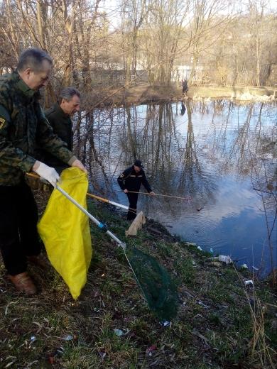 У рамках всеукраїнської акції «Чисті водойми – екологічно здорова країна» 2,5 тис. людей зібрали понад 5 тис. мішків та 25 причепів сміття