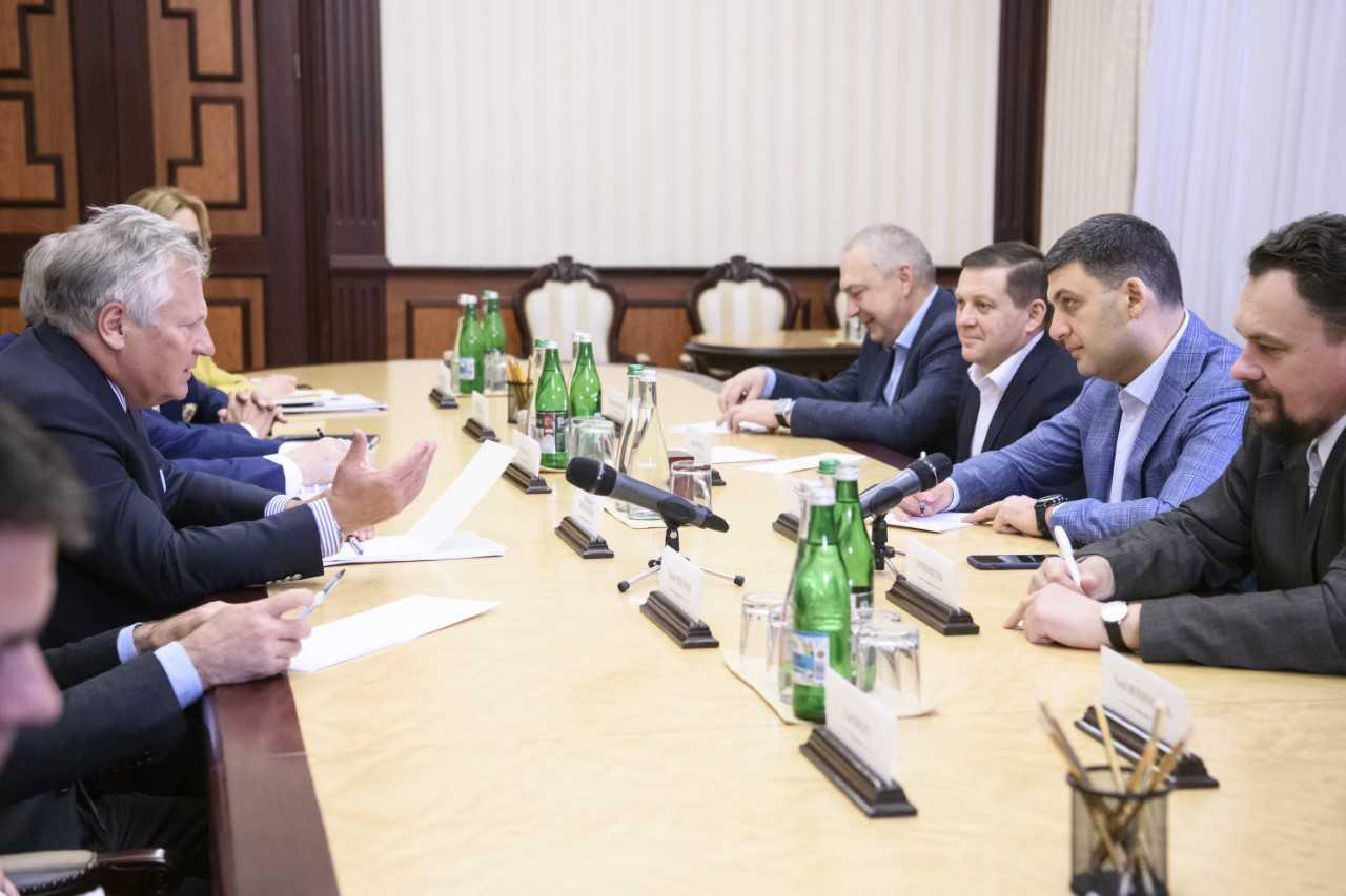 Нам важливо продовжувати реформи і забезпечити сталий розвиток країни, – Володимир Гройсман під час зустрічі з засновниками та правлінням «YES»